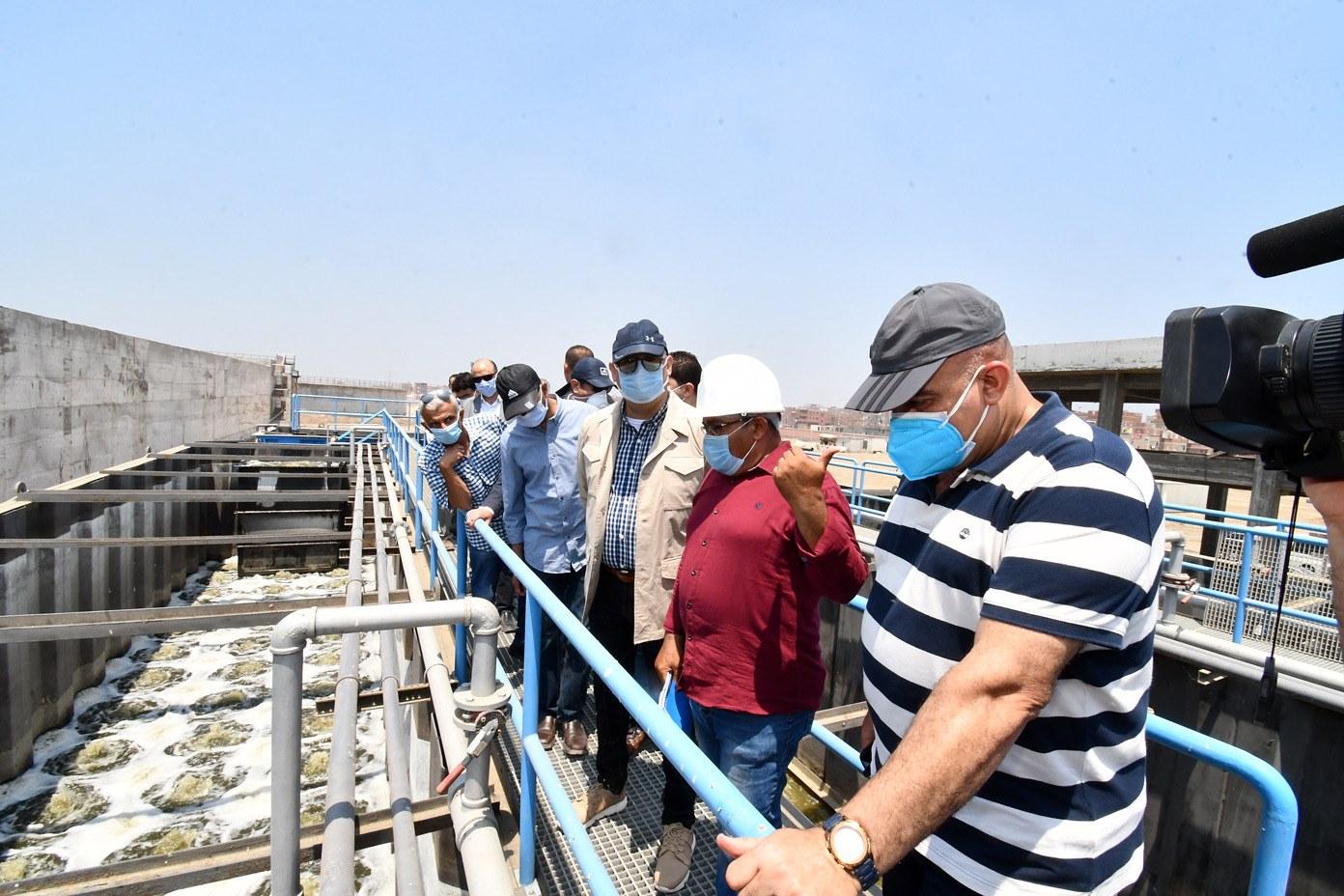 صور | وزير الإسكان يتفقد محطة معالجة صرف صحى وصناعى شطا بدمياط لخدمة 150 ألف نسمة