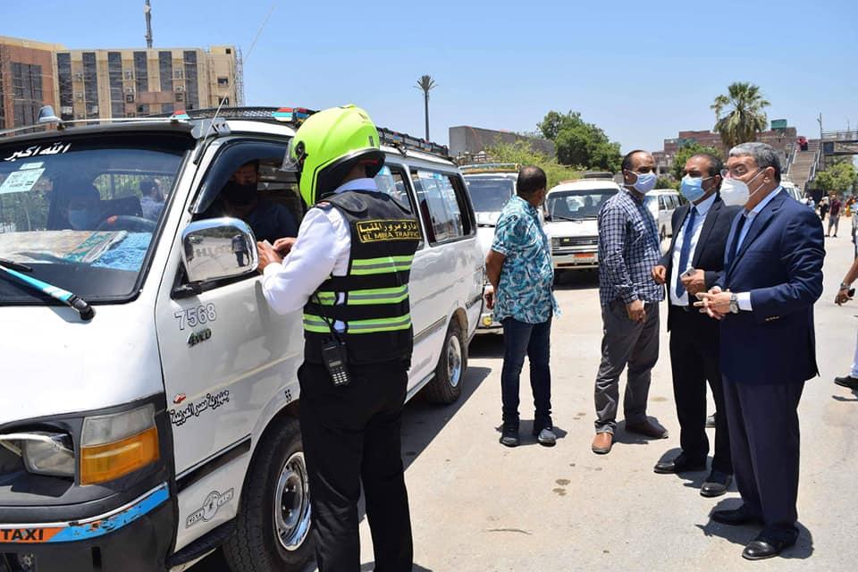 صور | محافظ المنيا : سحب تراخيص عدد من سيارات السرفيس ووقف خطوط سيرها لمدة شهر