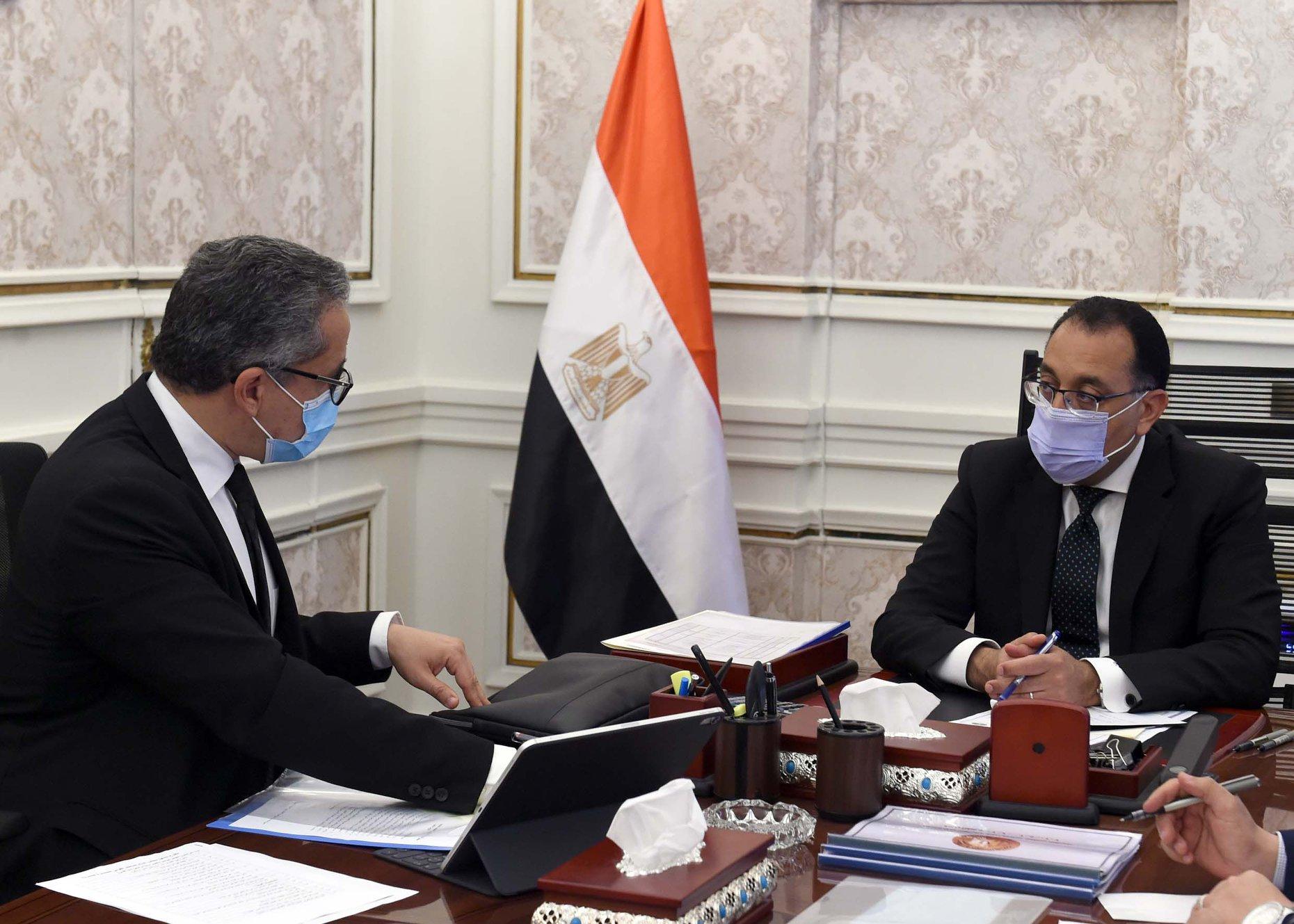 صور | رئيس الوزراء يكلف بسرعة البدء في تطوير ميادين طلعت حرب والأوبرا والعتبة على غرار التحرير