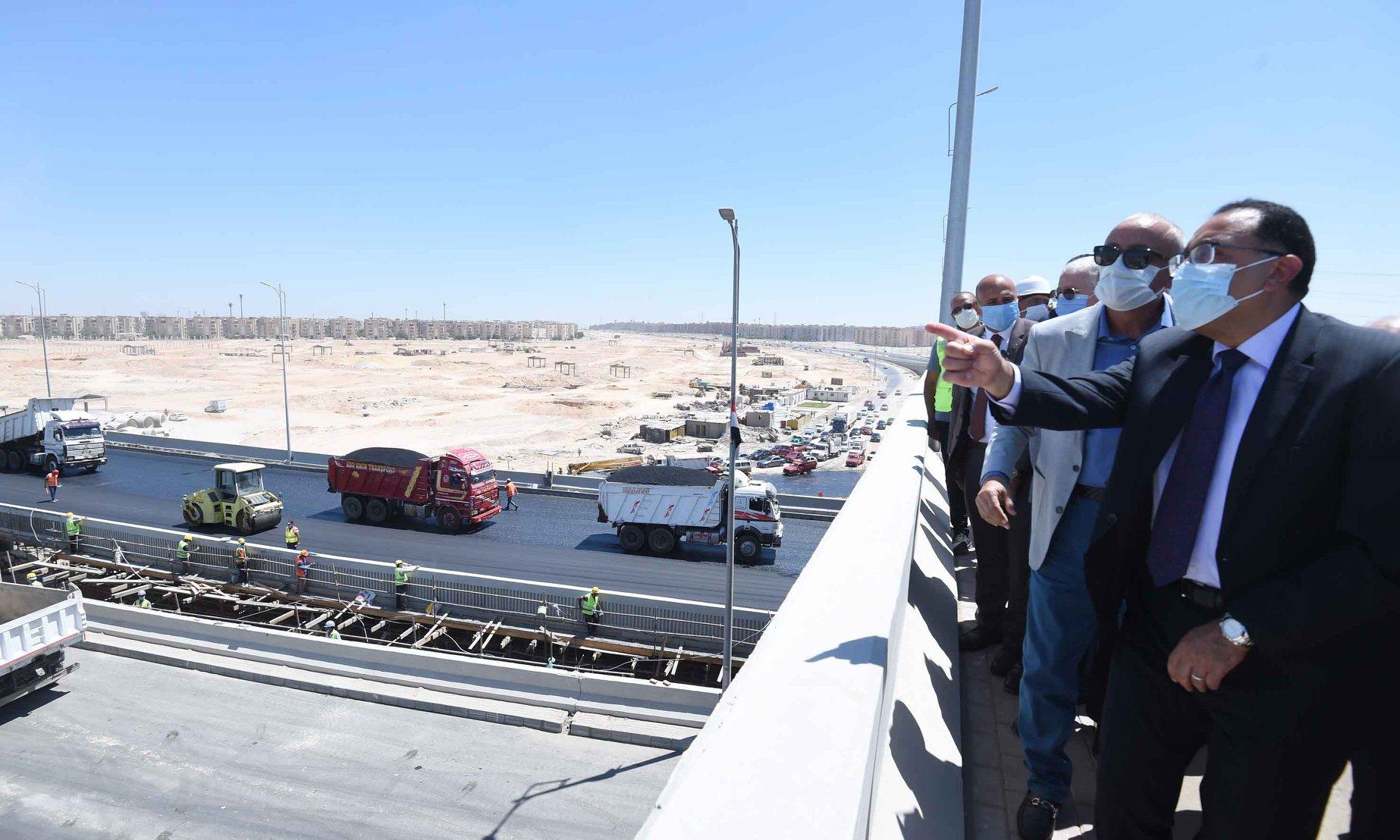 صور | رئيس الوزراء يتفقد الطرق والمحاور الجديدة بمدينة 6 أكتوبر