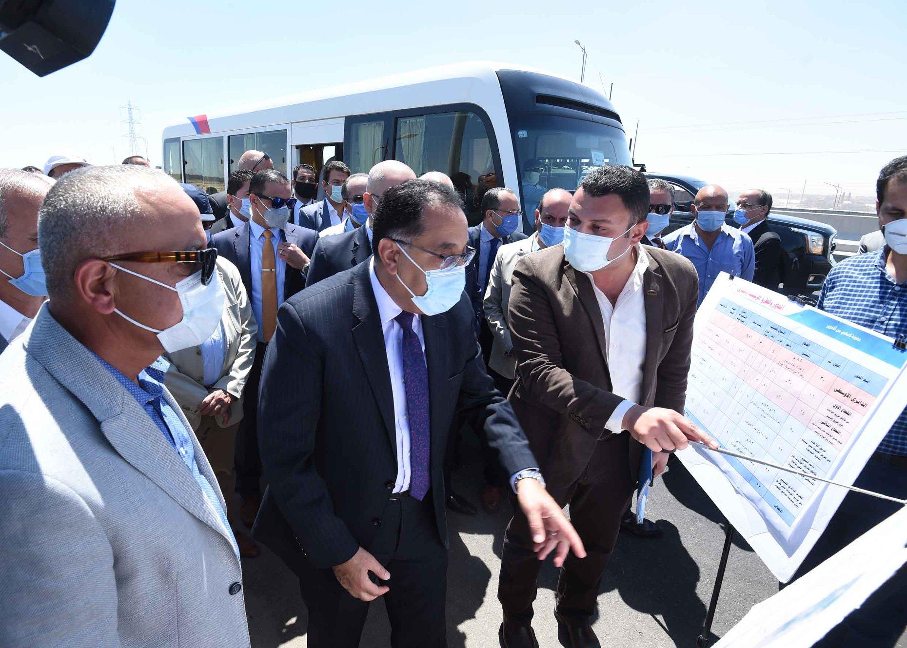 رئيس الوزراء : الانتهاء من الطريق الدائري الأوسطي قبل نهاية العام وننفذ محاور بالجيزة و6 أكتوبر