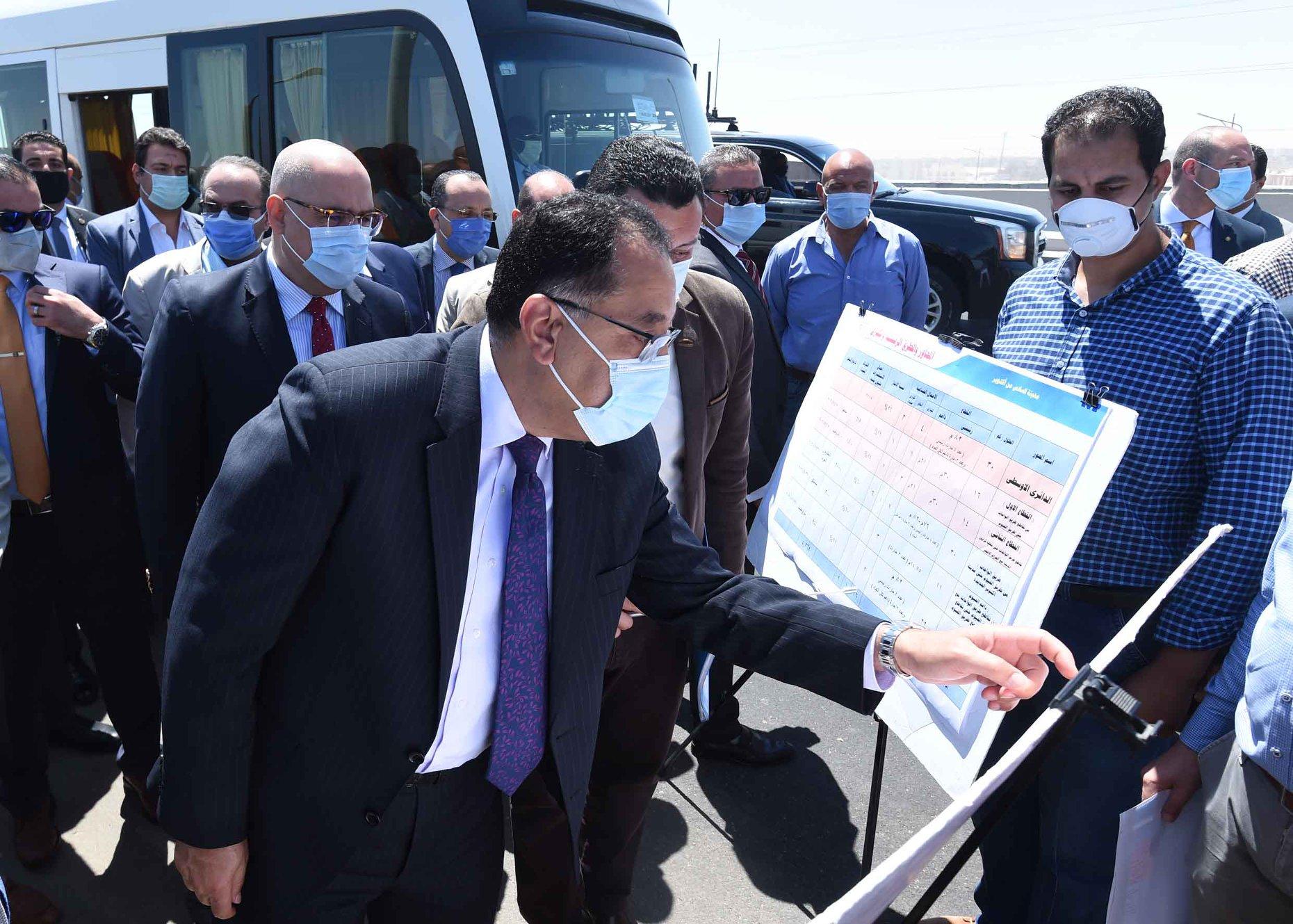 رئيس الوزراء يتفقد عددا من المحاور المرورية الجديدة بمحافظة الجيزة