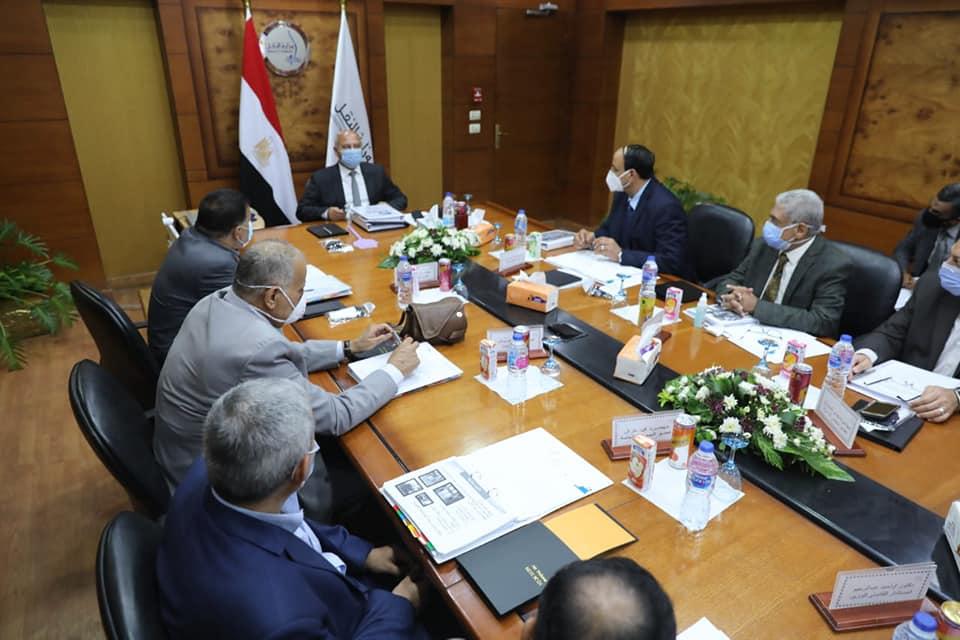 صور | وزير النقل يترأس اجتماع الجمعية العمومية العادية لشركة  السكك الحديدية