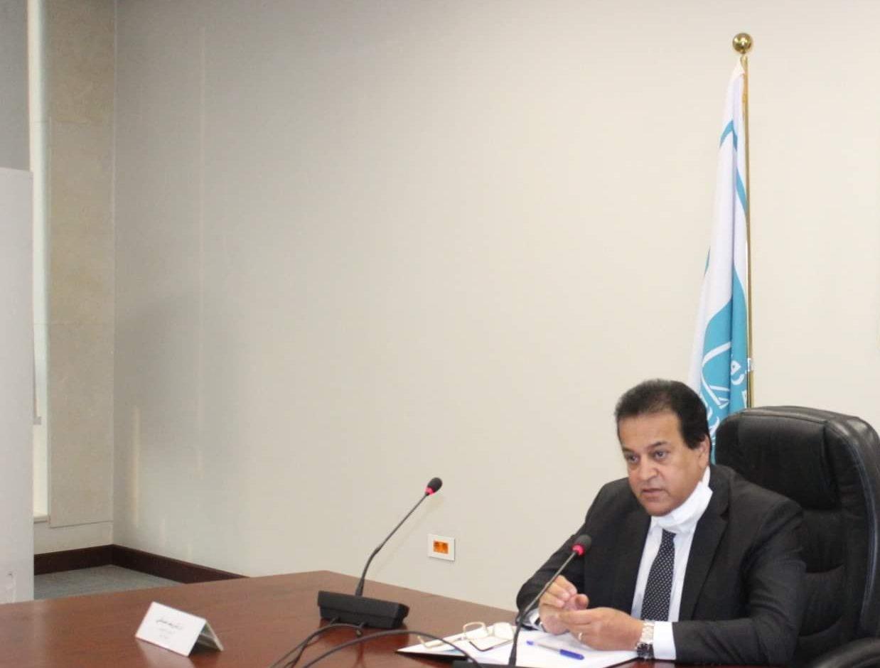 صور | وزير التعليم العالي يتفقد منشآت مدينة زويل ويلتقي رؤساء المعاهد البحثية