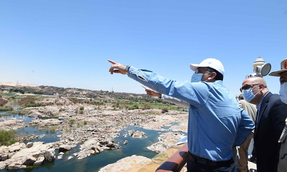 رئيس الوزراء يتفقد محور بديل خزان أسوان ضمن محاور النيل