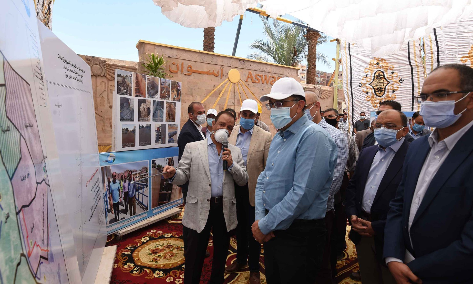 صور | مدبولي يتفقد أعمال مشروع إحلال وتجديد البنية التحتية بطريق السادات في أسوان