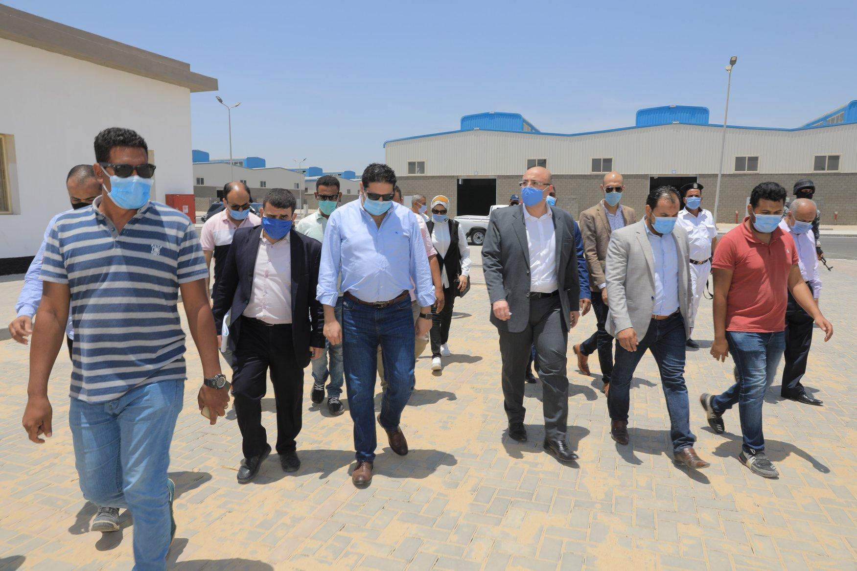 صور | محافظ بني سويف يتفقد مجمع الصناعات الصغيرة والمتوسطة ببياض العرب شرق النيل