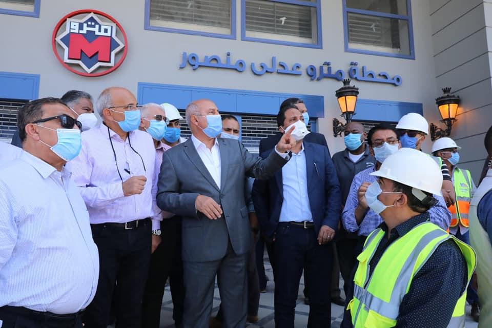صور | وزير النقل يتابع الاستعدادات النهائية لافتتاح محطات المرحلة الرابعة للخط الثالث للمترو