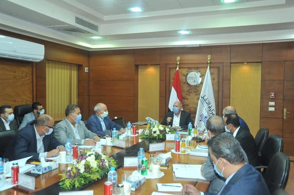 صور | وزير النقل يترأس الجمعيتين العموميتن للشركة المصرية للصيانة الذاتية للطرق والمطارات