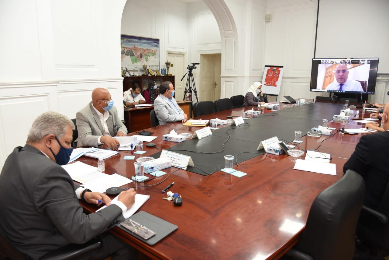 وزير الإسكان يترأس اجتماع اللجنة التنسيقية العليا لشركات مياه الشرب والصرف الصحى