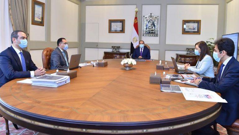 الرئيس السيسي يجتمع بمدبولي ووزيرة التخطيط ورئيس هيئة الدواء