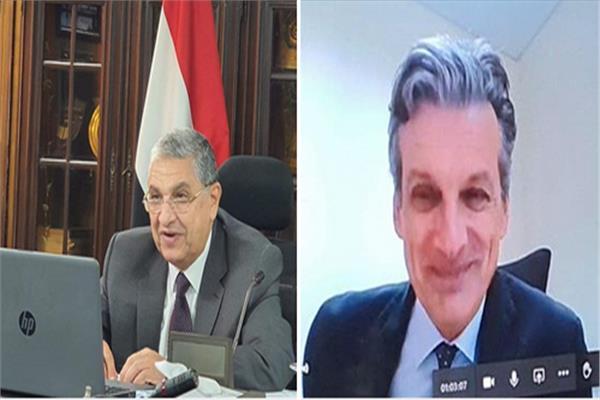 وزير الكهرباء يبحث مع سفير بريطانيا سبل التعاون بين البلدين عبر الفيديو كونفراس