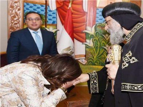 وزيرة الهجرة تعليقا على صورتها مع البابا تواضروس: من أنواع الحروب هدم الرموز الدينية
