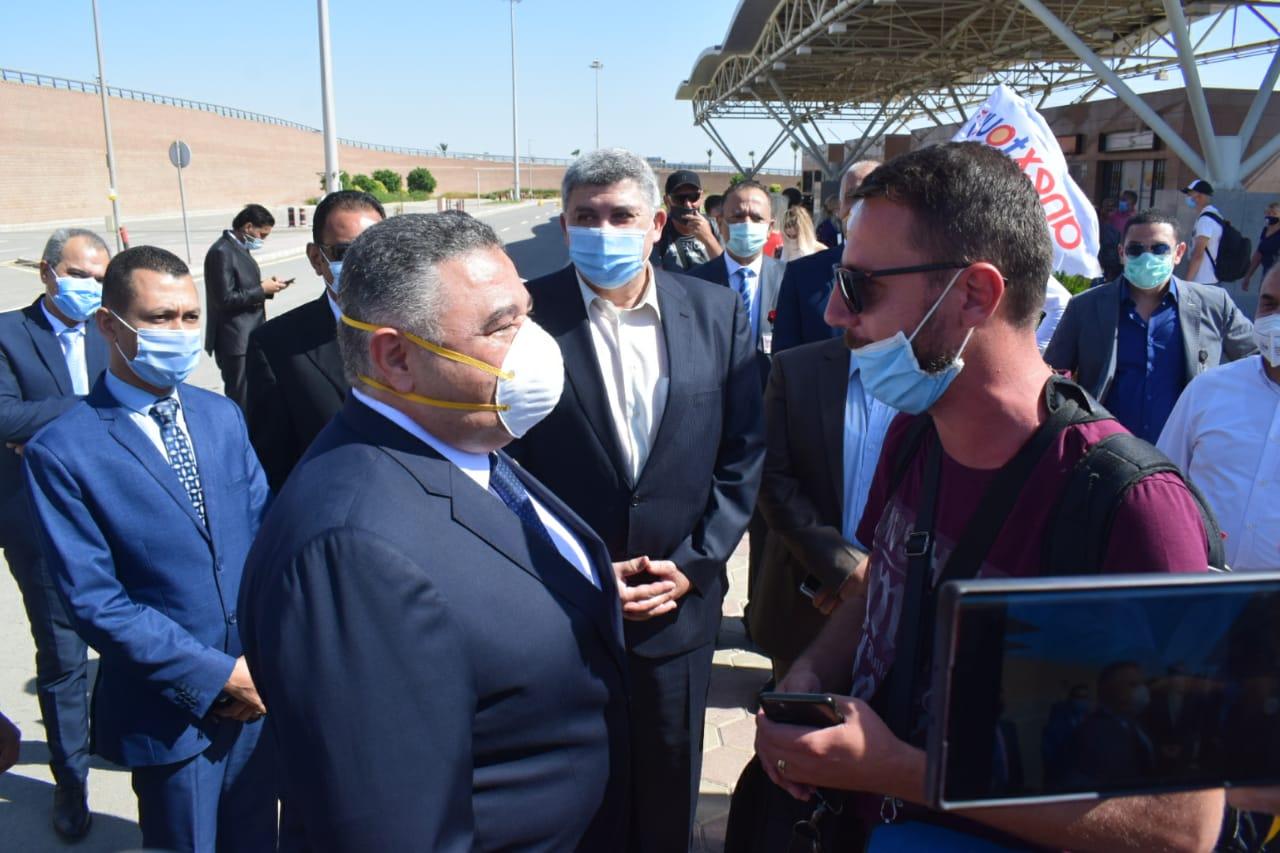 صور   السياح لمحافظ البحر الأحمر: الإجراءات الوقائية عالمية ونشكر مصر على الاستقبال