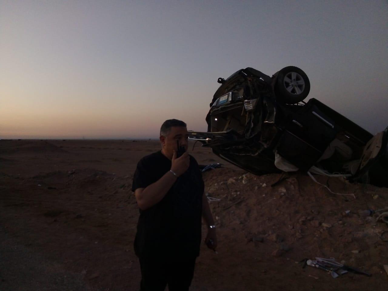 محافظ البحر الأحمر يطمئن على مواطنين انقلبت سيارتهما على طريق الزعفرانة