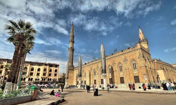 أوقاف القاهرة: إغلاق مسجد الحسين وإحالة جميع الأئمة والعاملين للتحقيق
