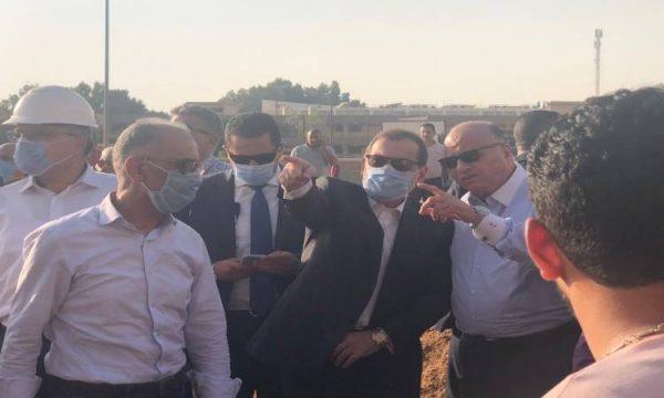 وزير البترول يصل موقع حريق خط المازوت بطريق الإسماعيلية
