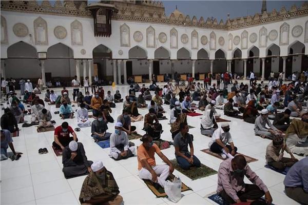 """خطيب الجامع الأزهر: """"شكر نعمة الله"""" على عودتنا لبيوته يكون بالتزام المصلين"""