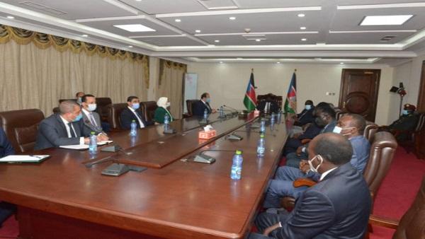 وزيرة الصحة تلتقي نظيرتها الجنوب سودانية لبحث التعاون بالمجال الطبي