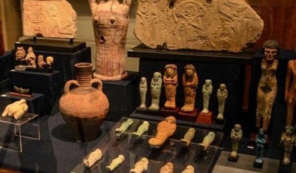 الآثار: متحف براغ القومى بالتشيك يستقبل 90 قطعة أثرية مصرية