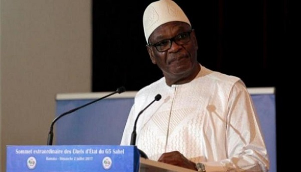 زعيم التمرد في مالي يعلن اعتقال الرئيس ورئيس الوزراء