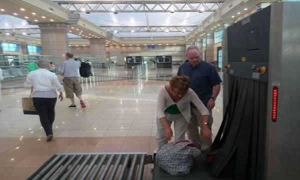 السياحة: 100 ألف سائح وصلوا مدينتى الغردقة وشرم الشيخ منذ يوليو الماضى