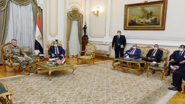 وزير الإنتاج الحربي يبحث مع الملحق العسكري بالسفارة الأمريكية تعزيز التعاون