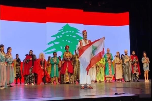 أحمد عز ونجوم علاء الدين يقفون مع الجمهور دقيقة حدادا على شهداء بيروت