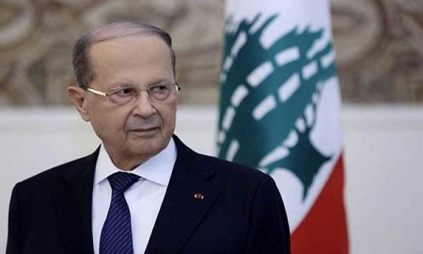 الرئيس اللبنانى يتعهد بمتابعة التحقيقات بعد استقالة الحكومة
