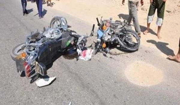 مصرع وإصابة 6 أشخاص إثر تصادم دراجتين ناريتين بطريق أبوكبير