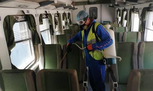 صور| السكك الحديدية تواصل تطهير القطارات لمواجهة انتشار كورونا