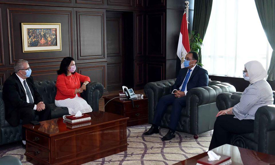 رئيس الوزراء يشكر ممثل الصحة العالمية في القاهرة بعد انتهاء فترته