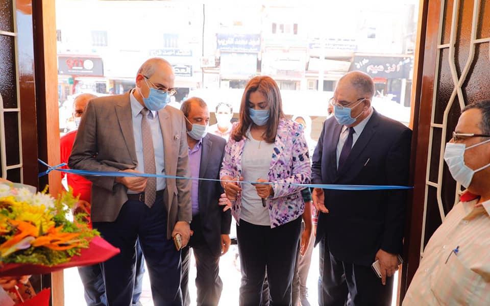صور | محافظ دمياط تفتتح السوق الحضاري بفارسكور