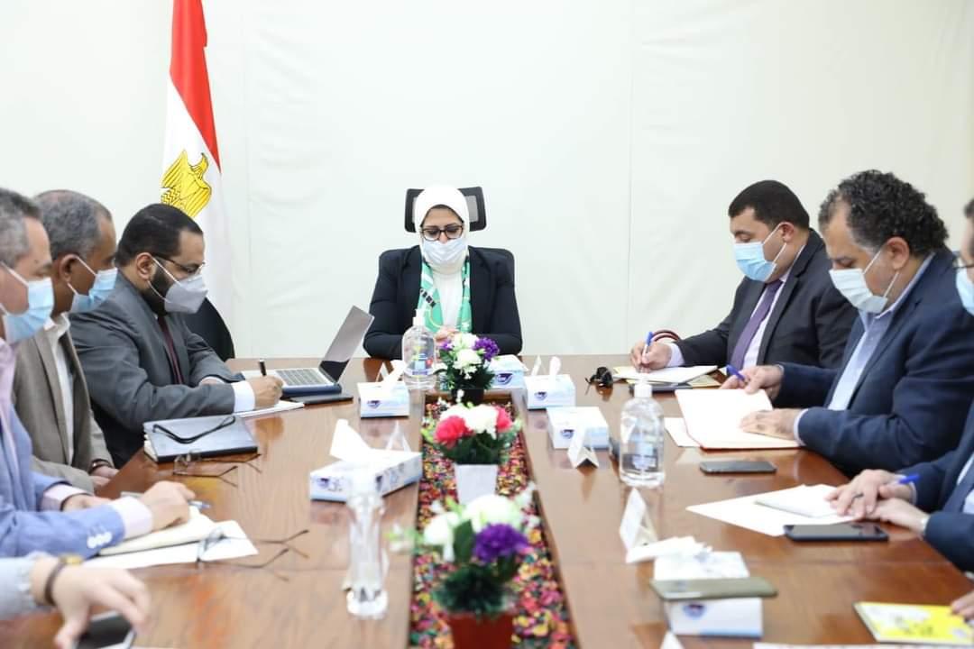 صور | وزيرة الصحة تعقد اجتماعًا لمناقشة تطوير وميكنة منظومة التموين الطبي
