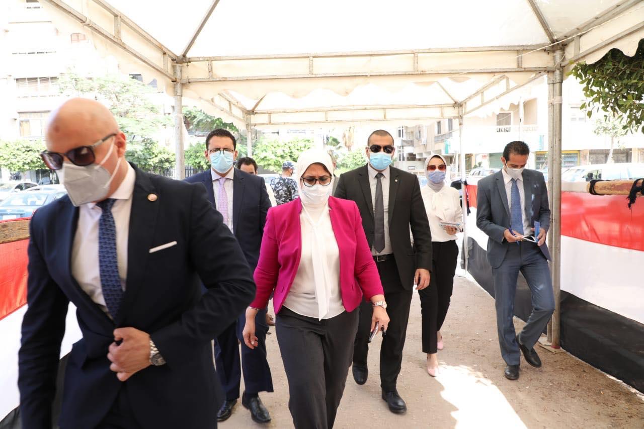 وزيرة الصحة تطمئن المواطنين على تأمين لجان الانتخابات طبيًا ووقائيًا