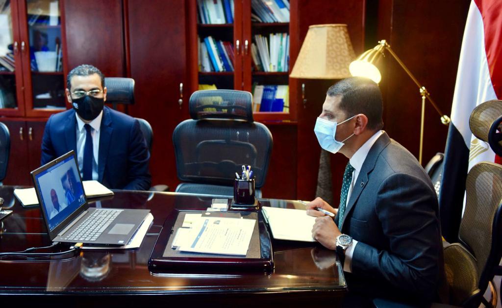 """رئيس هيئة الاستثمار يبحث مع """"اتصالات مصر"""" توسعات الشركة بالسوق المصرية"""
