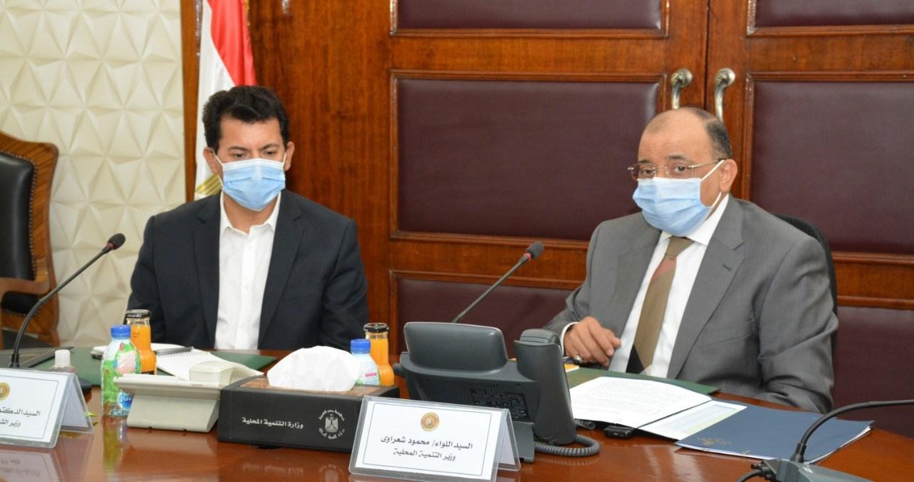صور | وزيرا التنمية المحلية والشباب يبحثان مشروعات التعاون المشتركة بالمحافظات