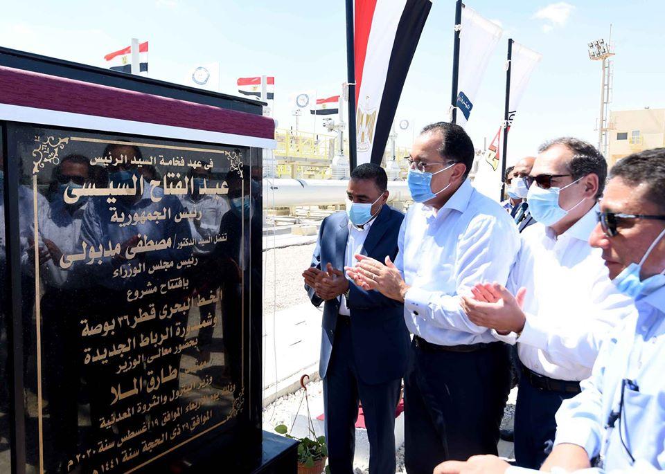 صور  رئيس الوزراء يشهد تشغيل خط الشحن البحري بميناء الحمراء البترولي