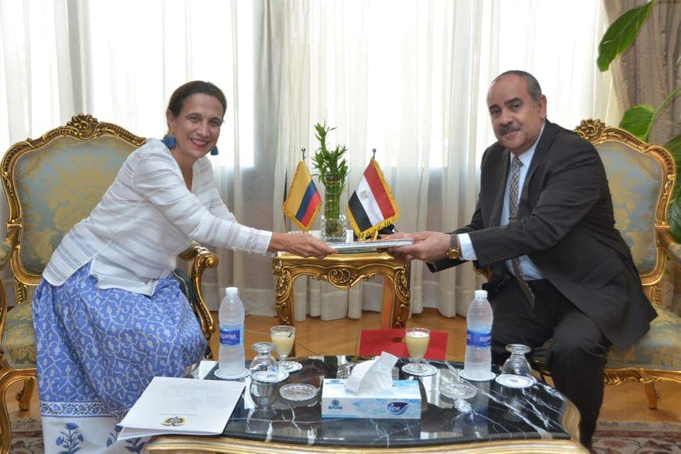 وزير الطيران يبحث مع سفيرة كولومبيا إمكانية تسيير خط طيران بين البلدين