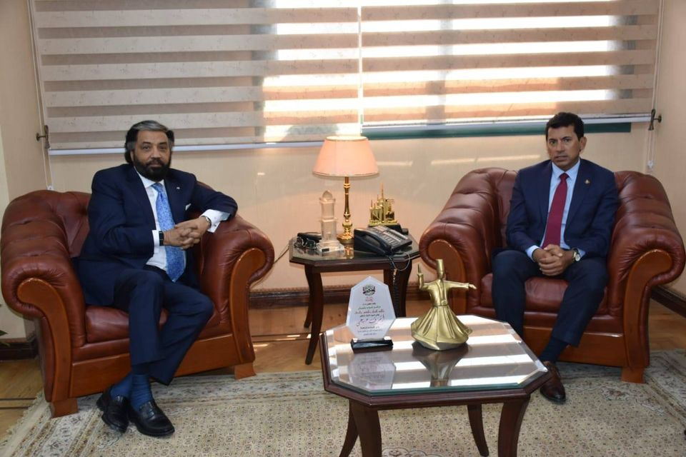 وزير الرياضة يلتقي الرئيس التنفيذي لشركةDHL لبحث سبل التعاون المشترك