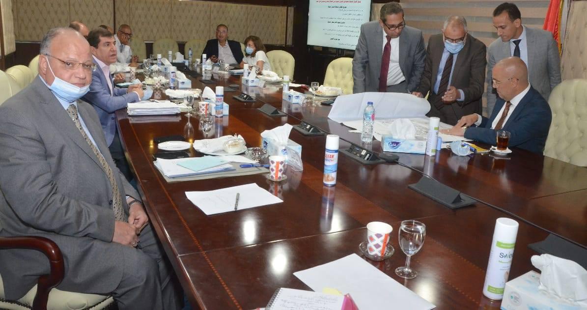 صور | وزير الإسكان ومحافظ القاهرة يتابعان مشروعات تطوير «بحيرة عين الصيرة»
