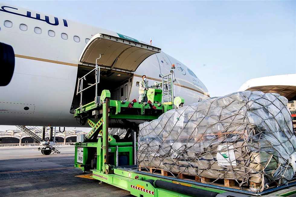 سفارة مصر بلبنان: 12 طائرة ستصل لبيروت ضمن الجسر الجوي الإغاثي