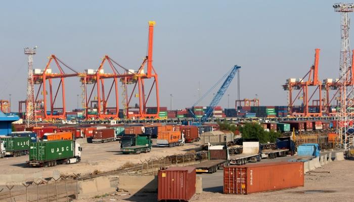 العراق: إخلاء 9 حاويات بداخلها مواد شديدة الخطورة بميناء أم قصر الشمالى