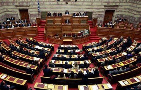 البرلمان اليوناني يصادق على اتفاقيتي ترسيم الحدود البحرية مع مصر وإيطاليا