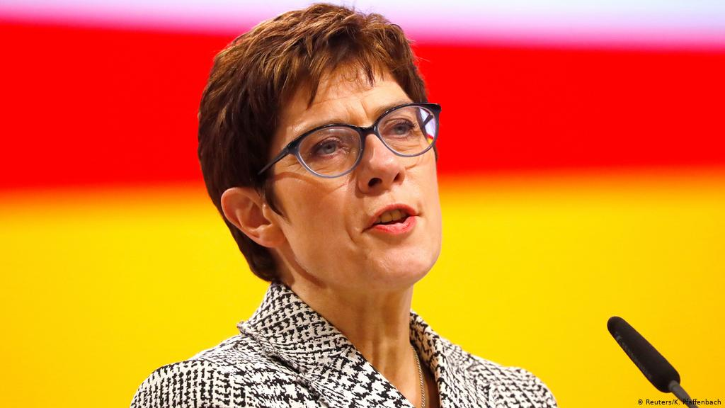 وزيرة الدفاع الألمانية تكشف معلومات حول النزاع اليوناني التركي عقب خطأ غير مقصود