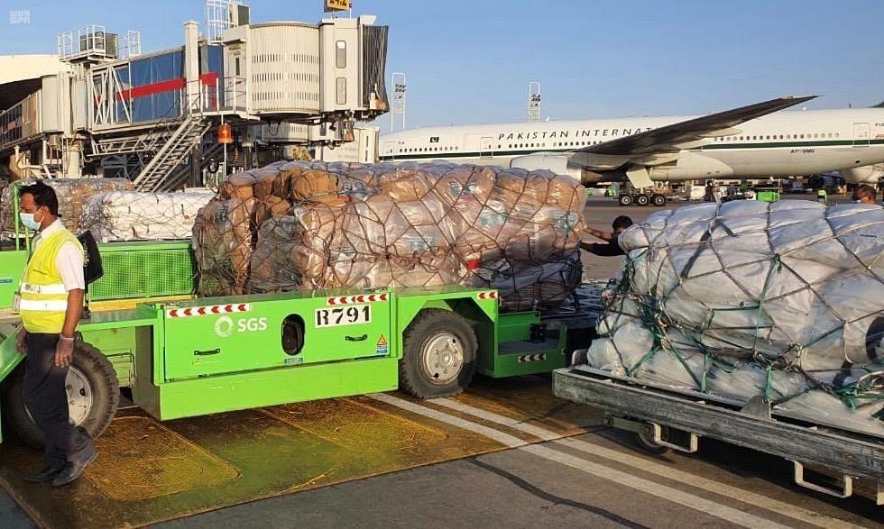 السعودية ترسل أكثر من 120 طن مساعدات إغاثية إلي لبنان