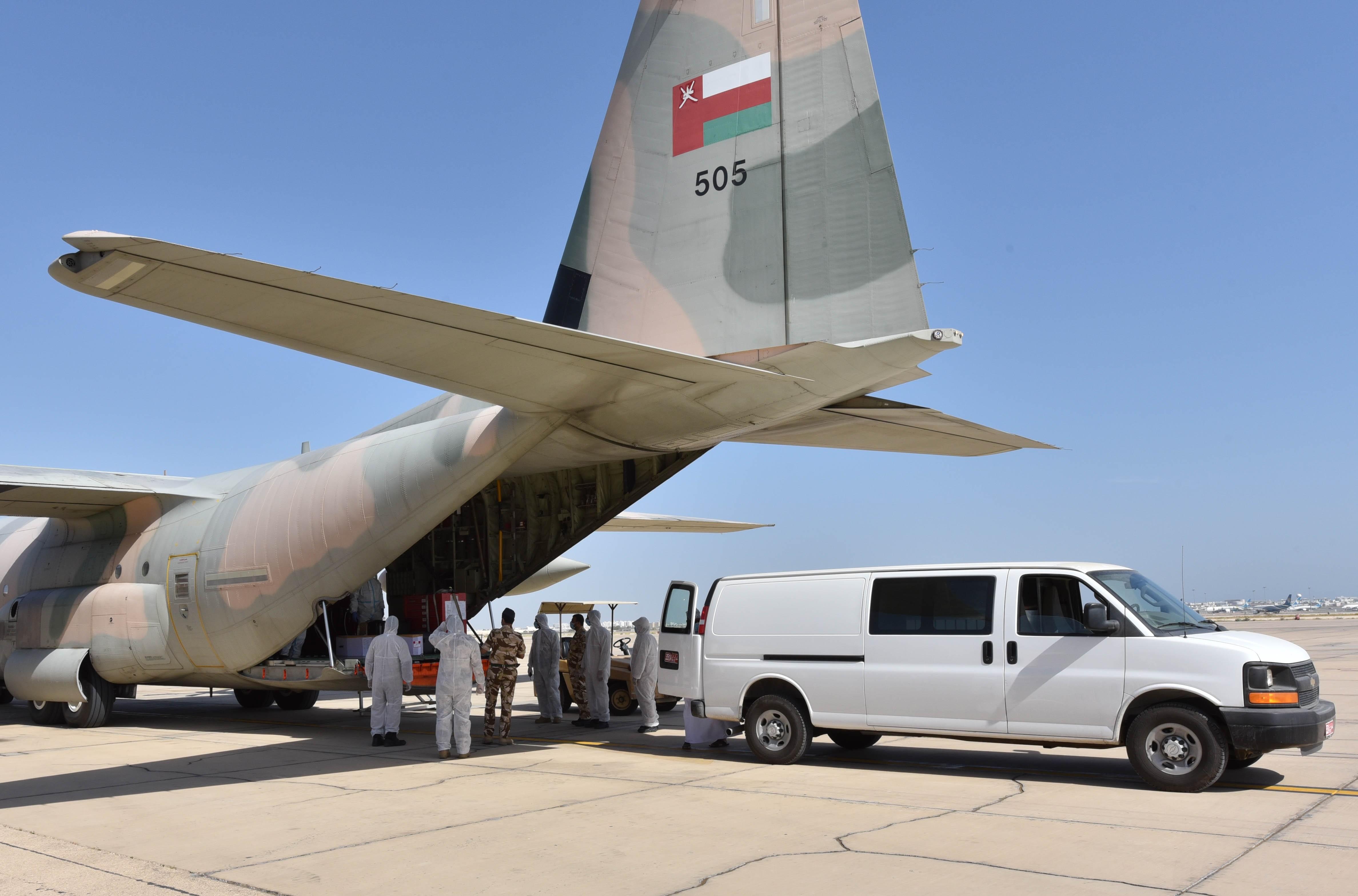 سلطنة عمان تسير رحلات جوية اغاثية إلى لبنان لمواجهة تداعيات انفجار بيروت