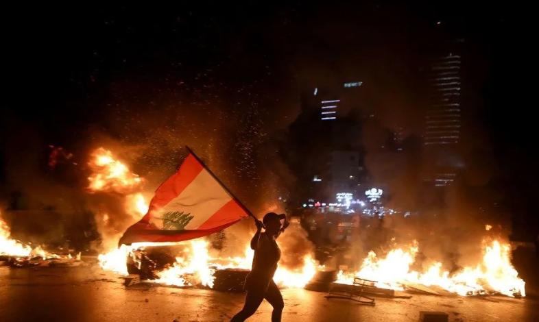 بالتزامن مع احتفال ذكرى مئوية لبنان اندلاع مواجهات بين قوات الأمن ومتظاهرين وسط بيروت