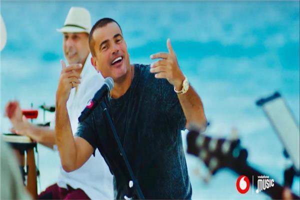 فيديو| عمرو دياب يطرح كليب «بحبه»
