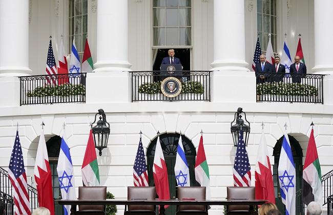 صور| لحظة توقيع اتفاق السلام التاريخي بين الإمارات والبحرين وإسرائيل